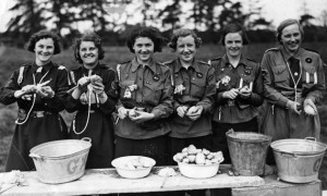 Girl-Guides-in-their-camp-1938